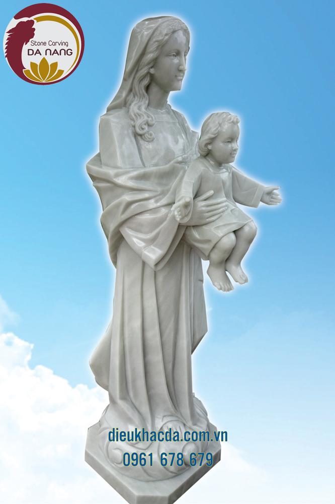 Tượng đức mẹ hòa bình bằng đá