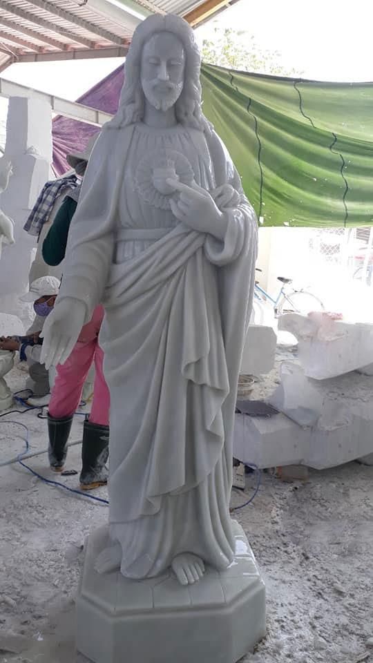 tượng chúa bằng đá
